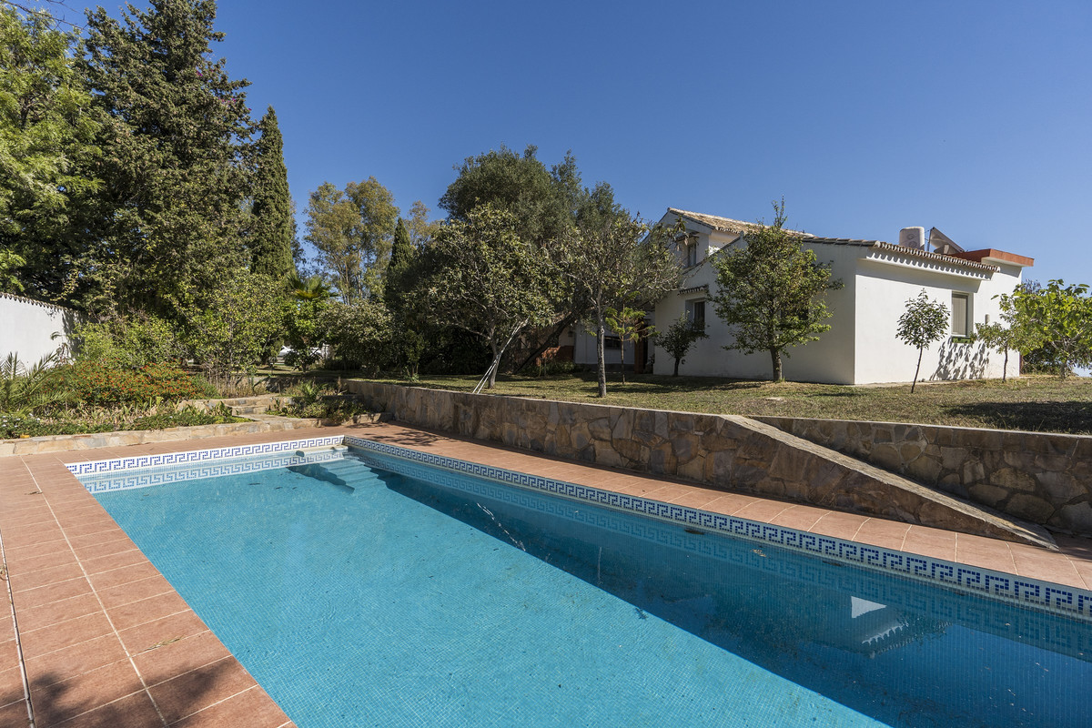 Lovely country property with spectacular views to the sea and to the mountains in La Mairena within , Spain
