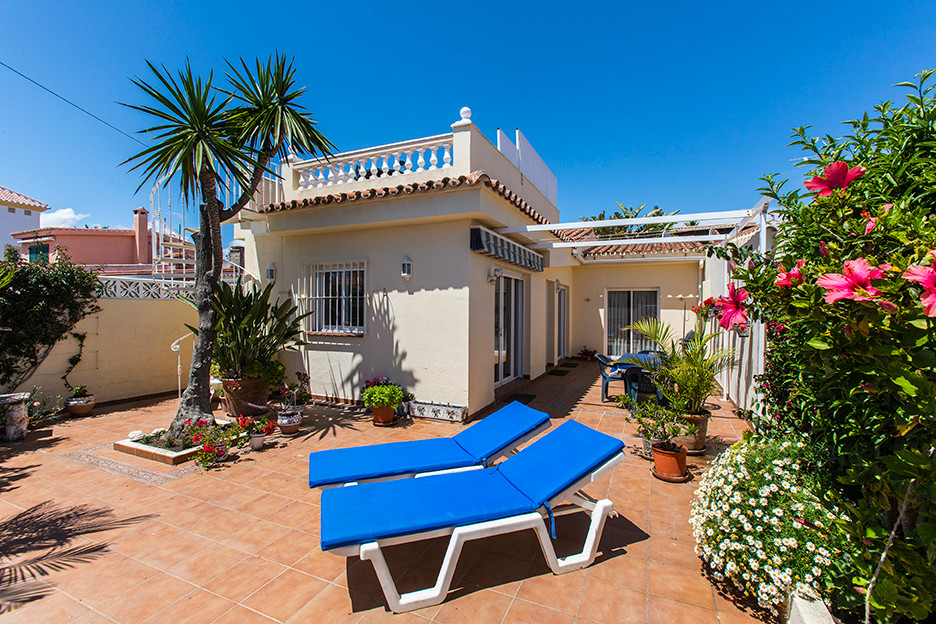 Semi-detached beach house with roof terrace in second line beach in El Lido, Elviria. This small hou, Spain