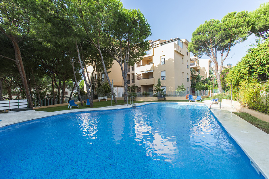 Ground floor apartment with huge private garden in Elviria in the complex Residencial Genova only a , Spain
