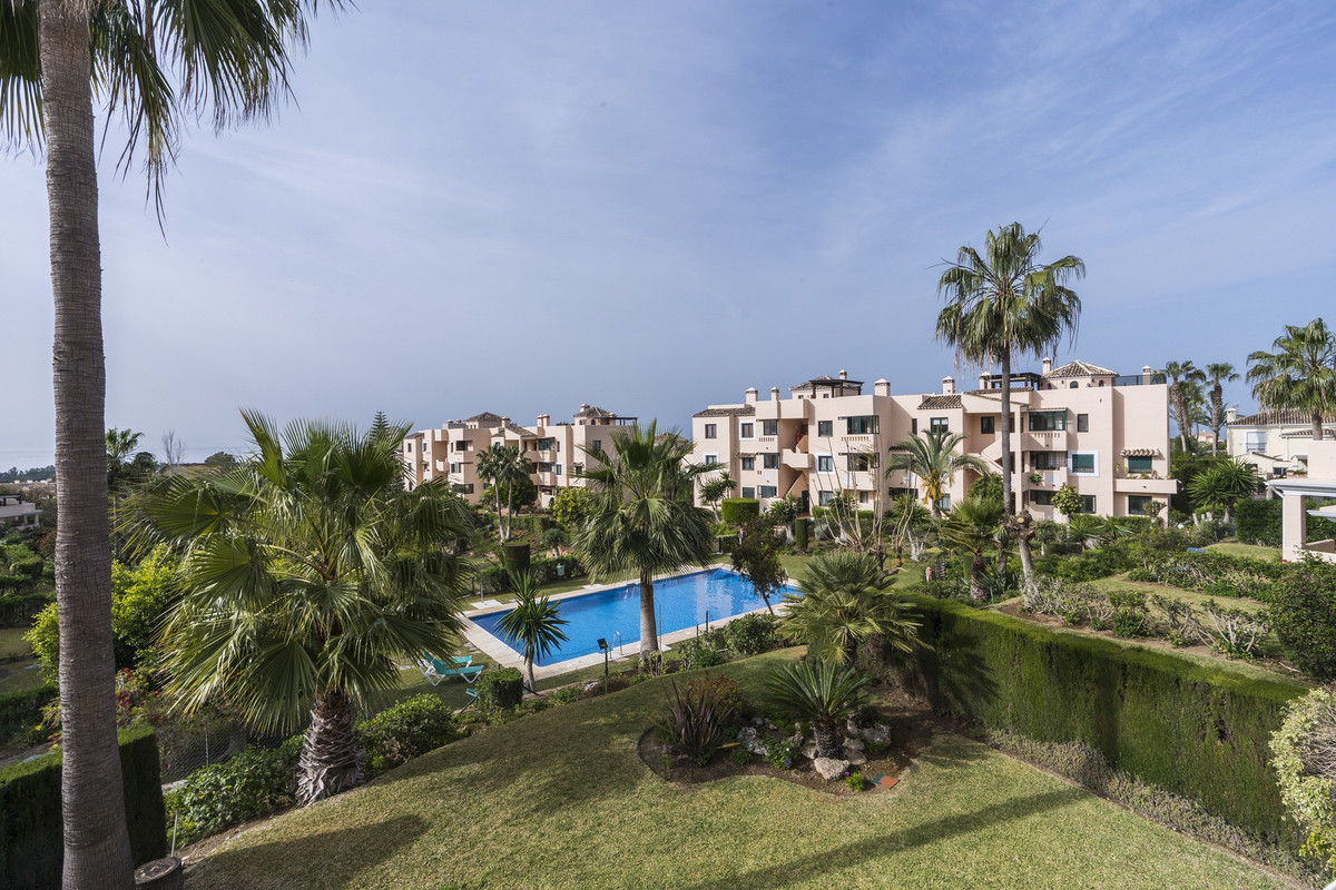 Middle floor apartment with stunning sea views in El Manantial de Santa Maria Golf in Elviria, East , Spain