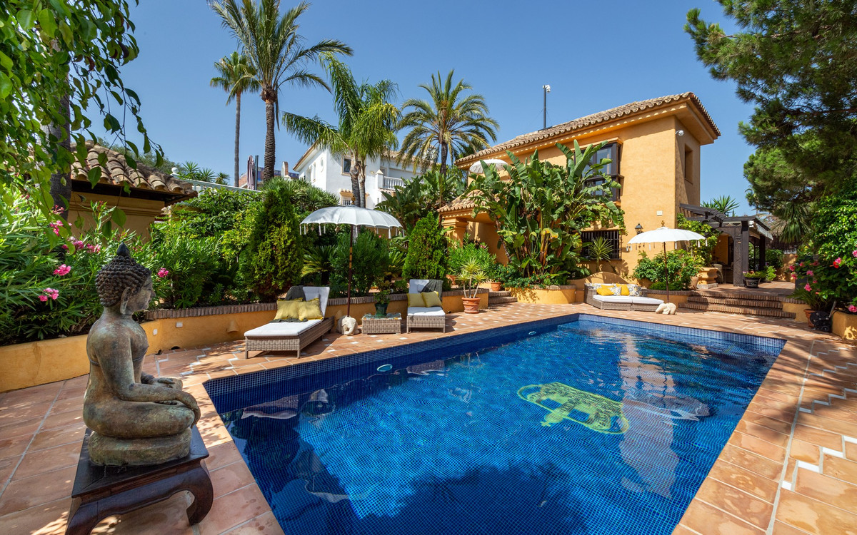 Beautiful reburbished traditional style villa in Marbesa with five bedrooms and four bathrooms, offi,Spain