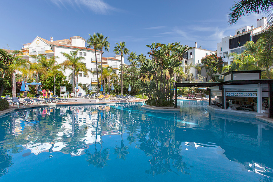 Apartment with south orientation and lovely pool views in Los Jardines de las Golondrinas in Elviria, Spain
