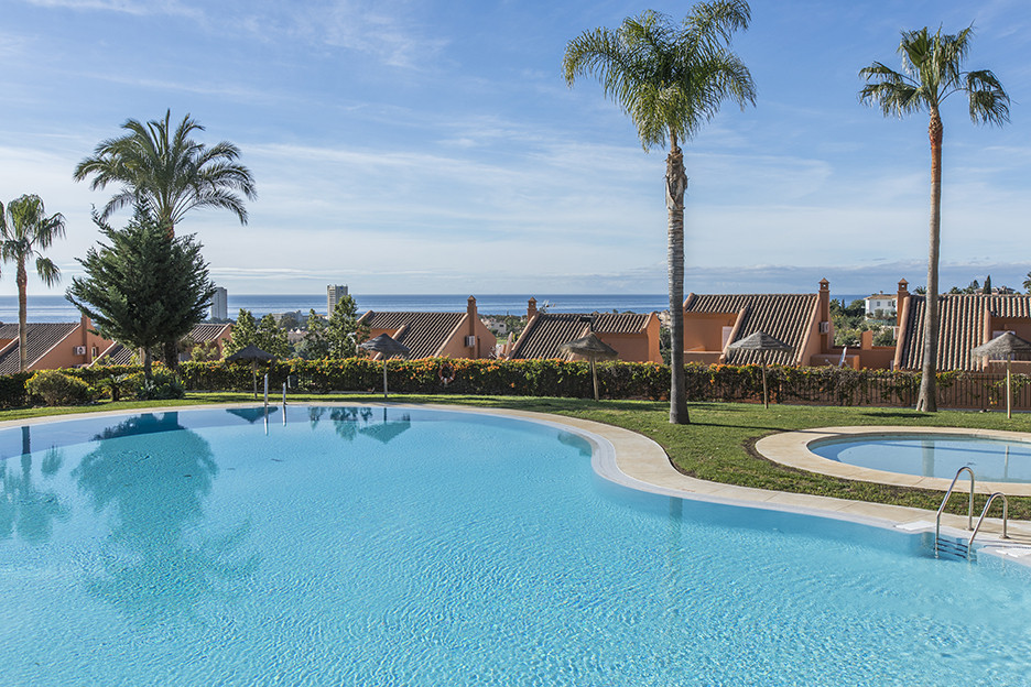Beautiful apartment next to Santa Maria Golf with fantastic golf and sea views and southwest orienta,Spain