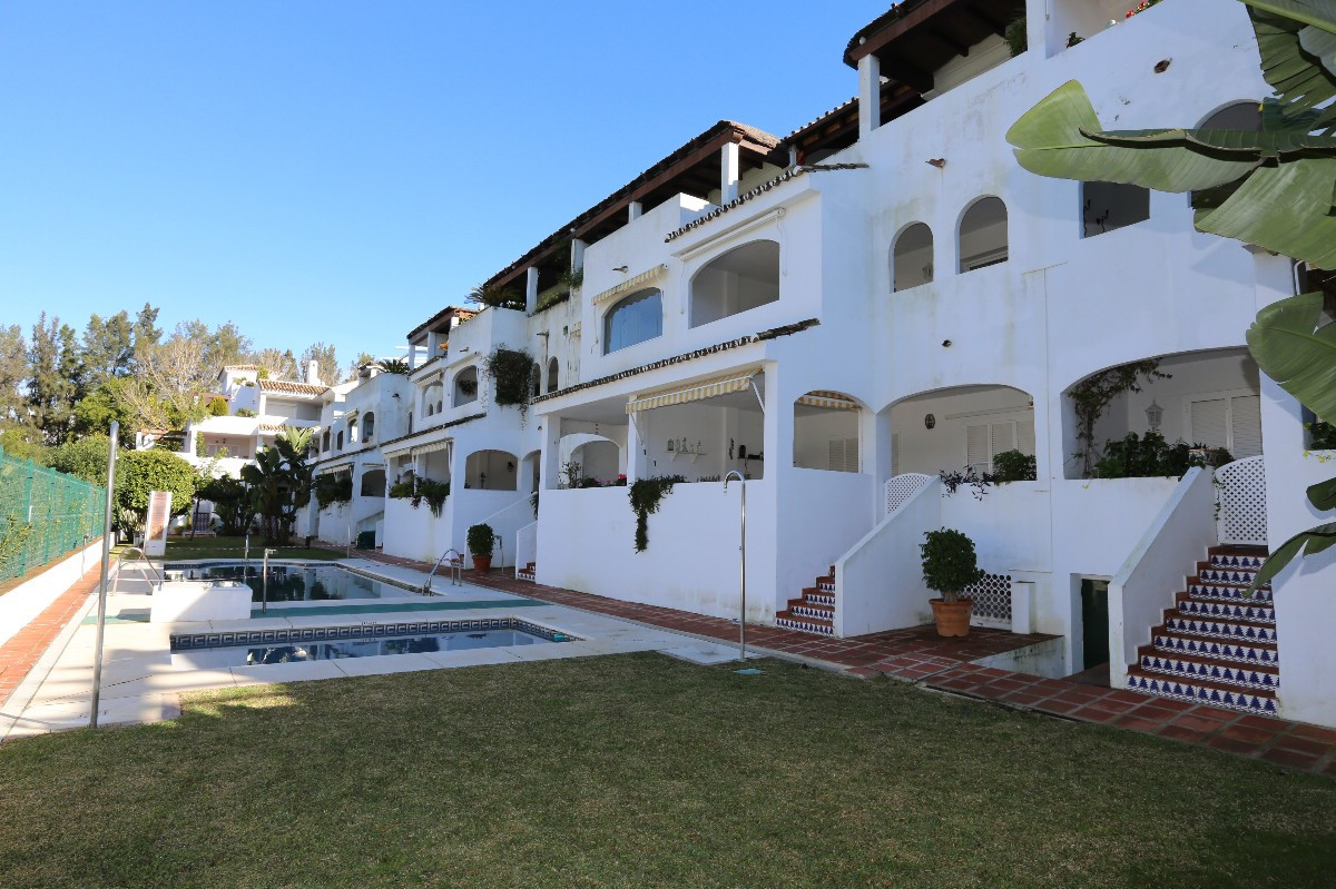 Large penthouse with direct lift on the beachside of Elviria, East Marbella, in the complex La Graci,Spain