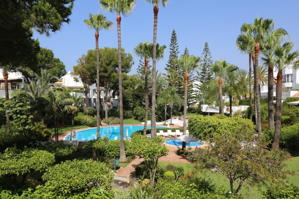 Beautiful garden apartment in White Pearl Beach, only a few meters away from one on Marbella´s best ,Spain