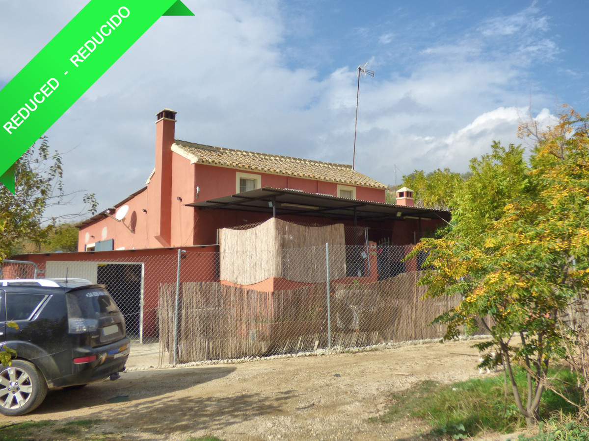 This property is located in a quiet area of Coin countryside known as Partido de la Jara, set in app,Spain