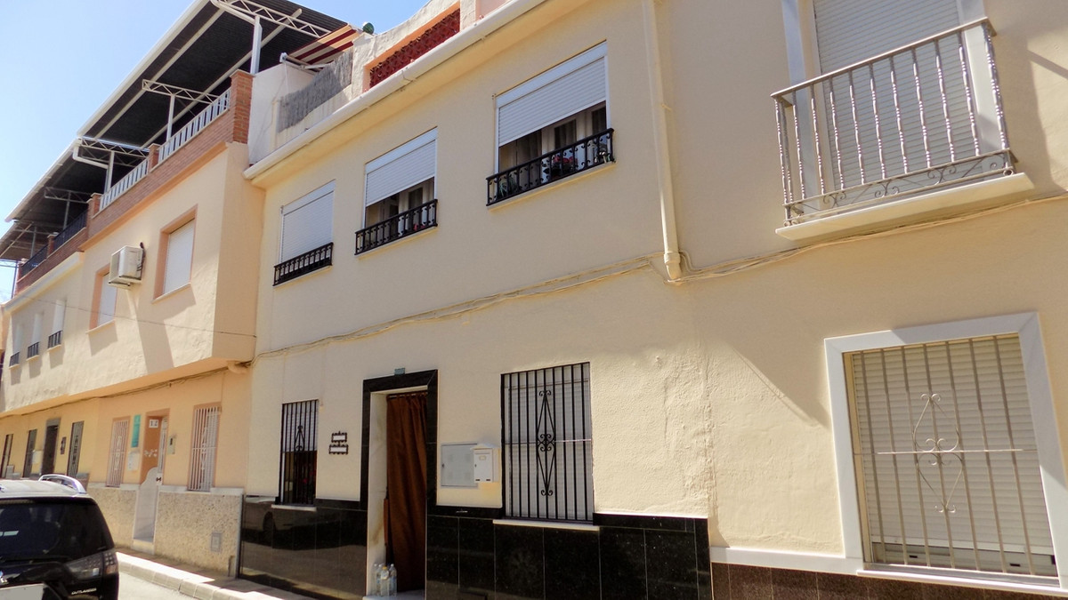 We have here a centrally located 2 storey character townhouse in Coin with a roof terrace. Upon ente,Spain