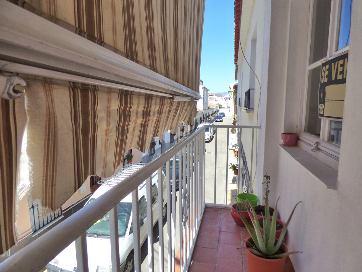2 Bedroom Middle Floor Apartment For Sale Coín