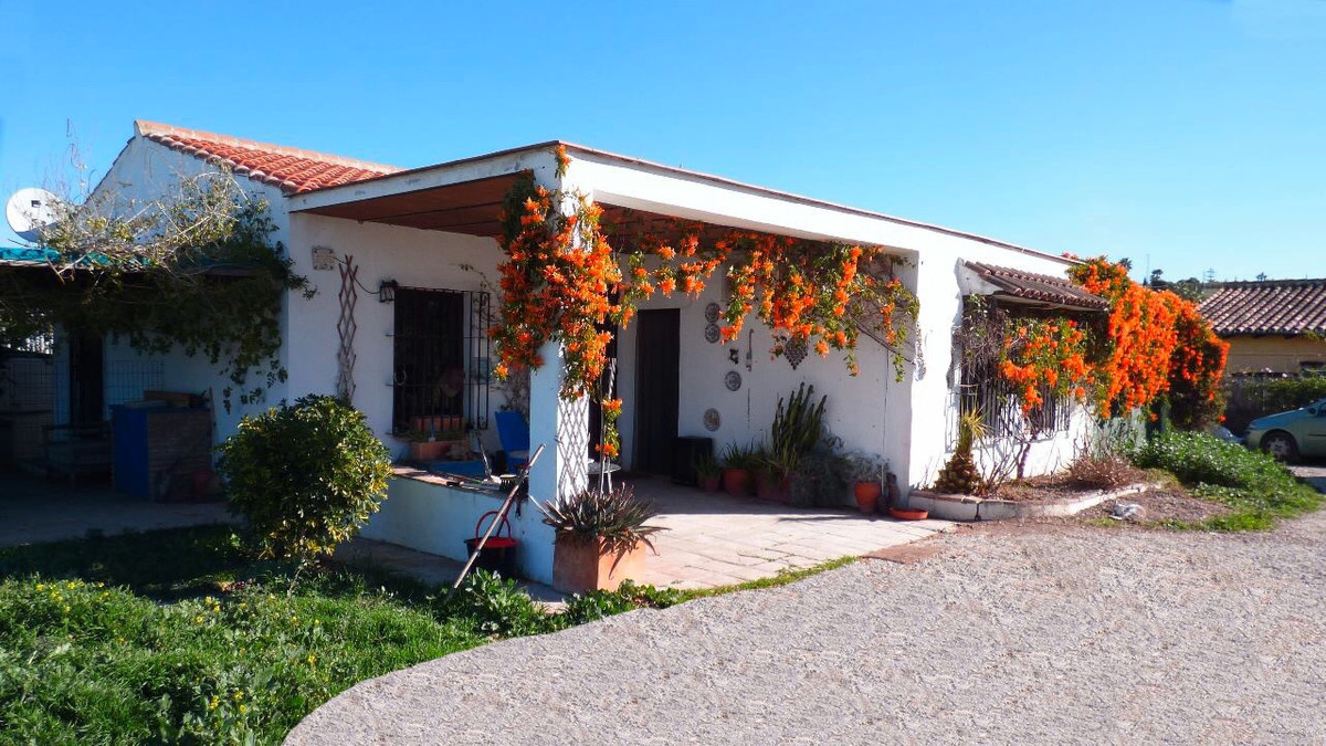 Peaceful equestrian country property in Alhaurin el Grande , set in approx 6030 m2 of land, only 20 ,Spain