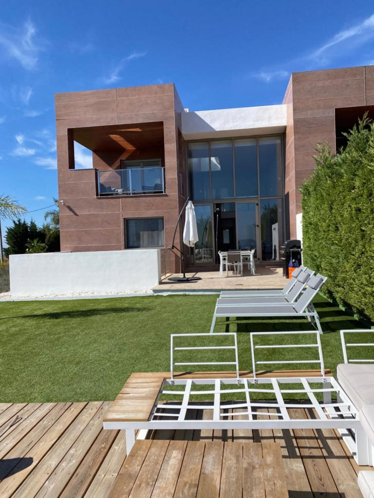 Luxurious 6 bedroom Townhouse for Sale / Rent in Benahavis   Do you wish to live in a place with a m, Spain