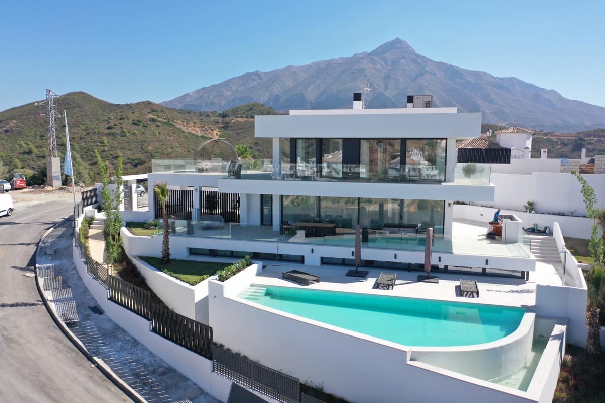 Villa en Venta en Nueva Andalucía – R3730441