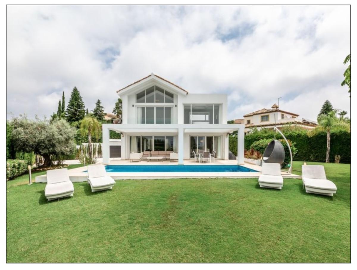 Detached Villa for sale in El Paraiso R3917803