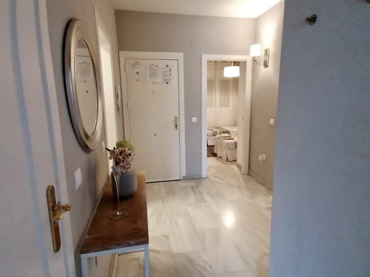 Excellent maintained and beautiful apartment, located in a quiet residential area, close to Miraflor,Spain