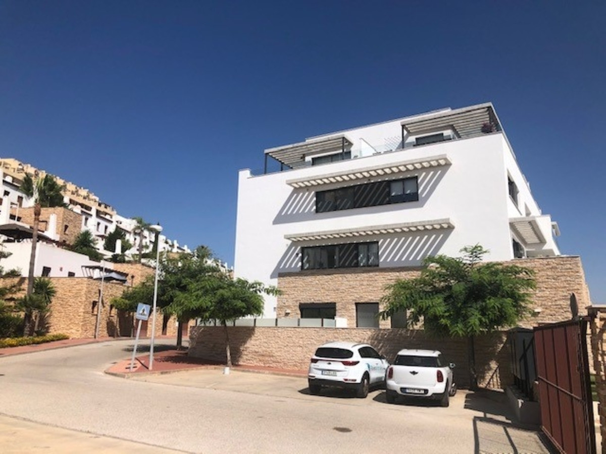 A beautifully presented brand new luxurious and modern 3 bedroom 2 bathroom Penthouse located on the, Spain