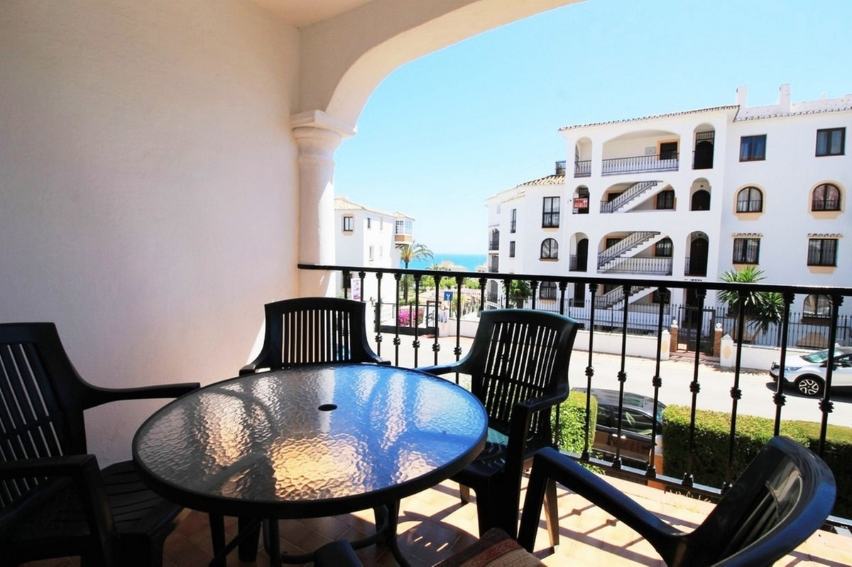 LOCATION LOCATION LOCATION !!!! Only a 4-minute walk to the beach and amenities of Riviera del Sol y, Spain