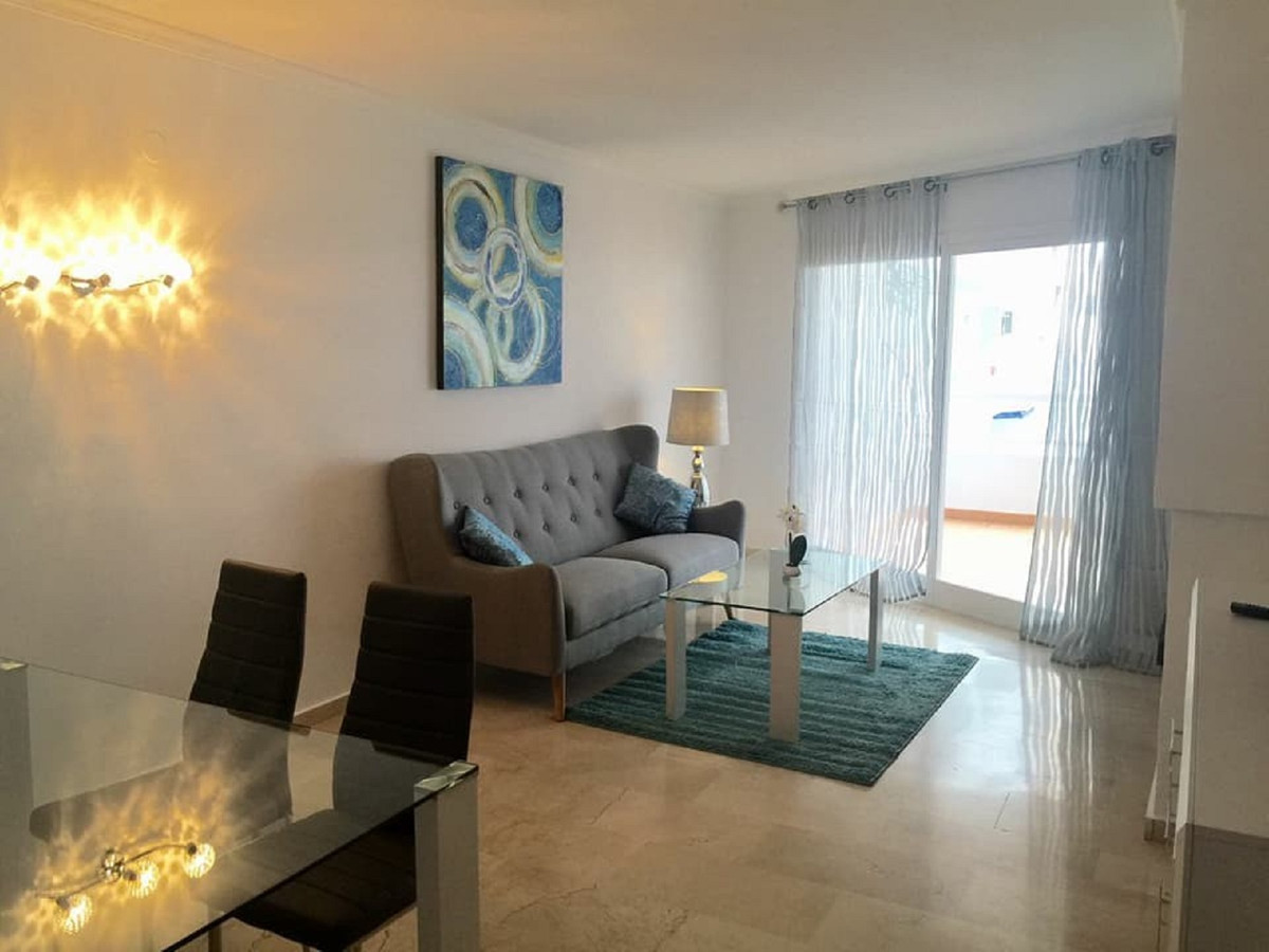 Middle Floor Apartment for sale in Estepona R3630584