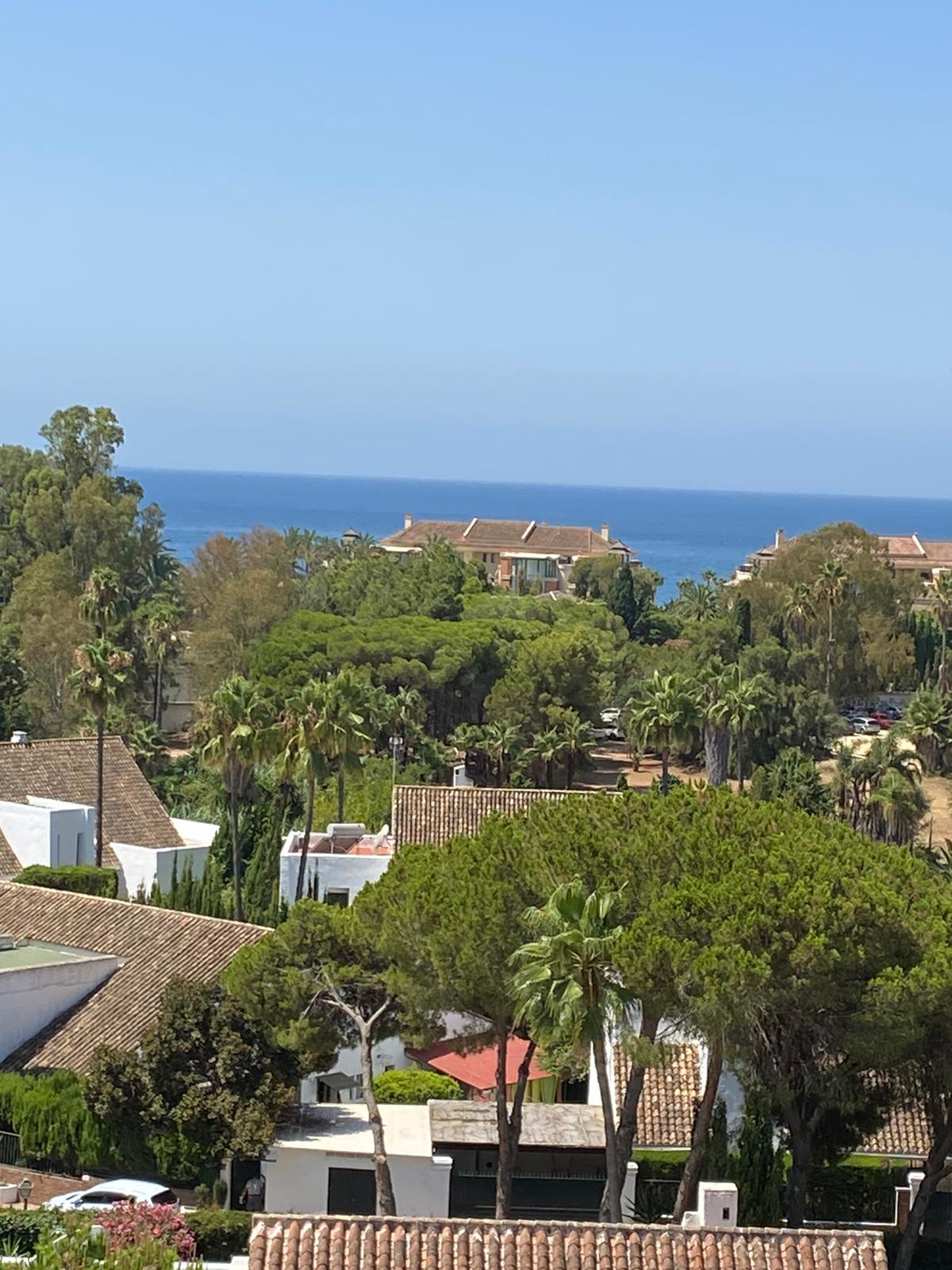 Apartment for Sale in Puerto Banus - R3676817