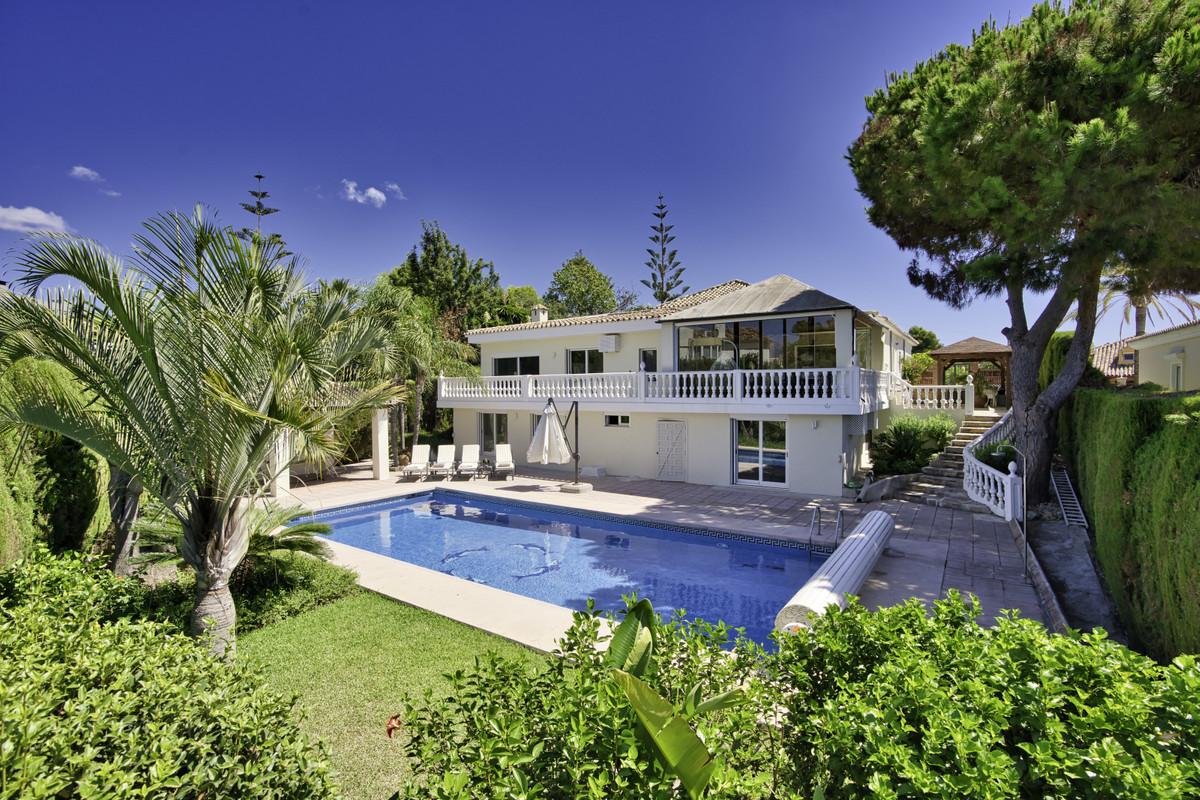 Detached Villa for sale in Elviria R3744025