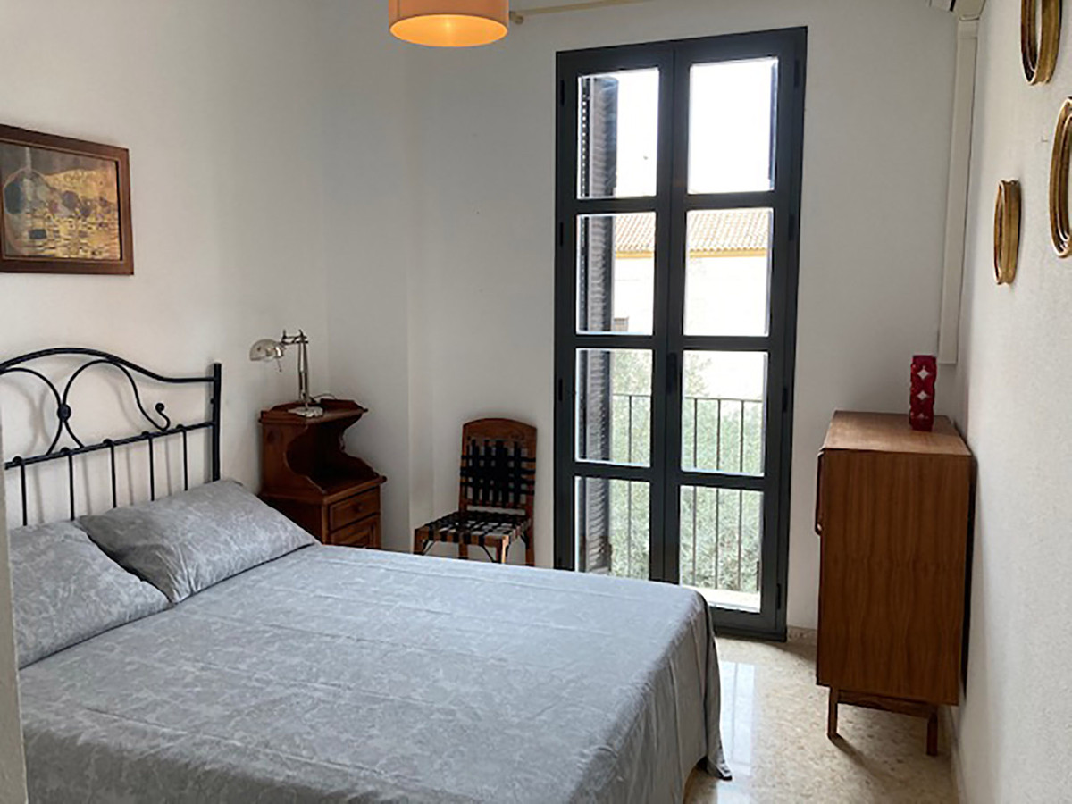 Apartment  Middle Floor for sale  and for rent  in Malaga Centro
