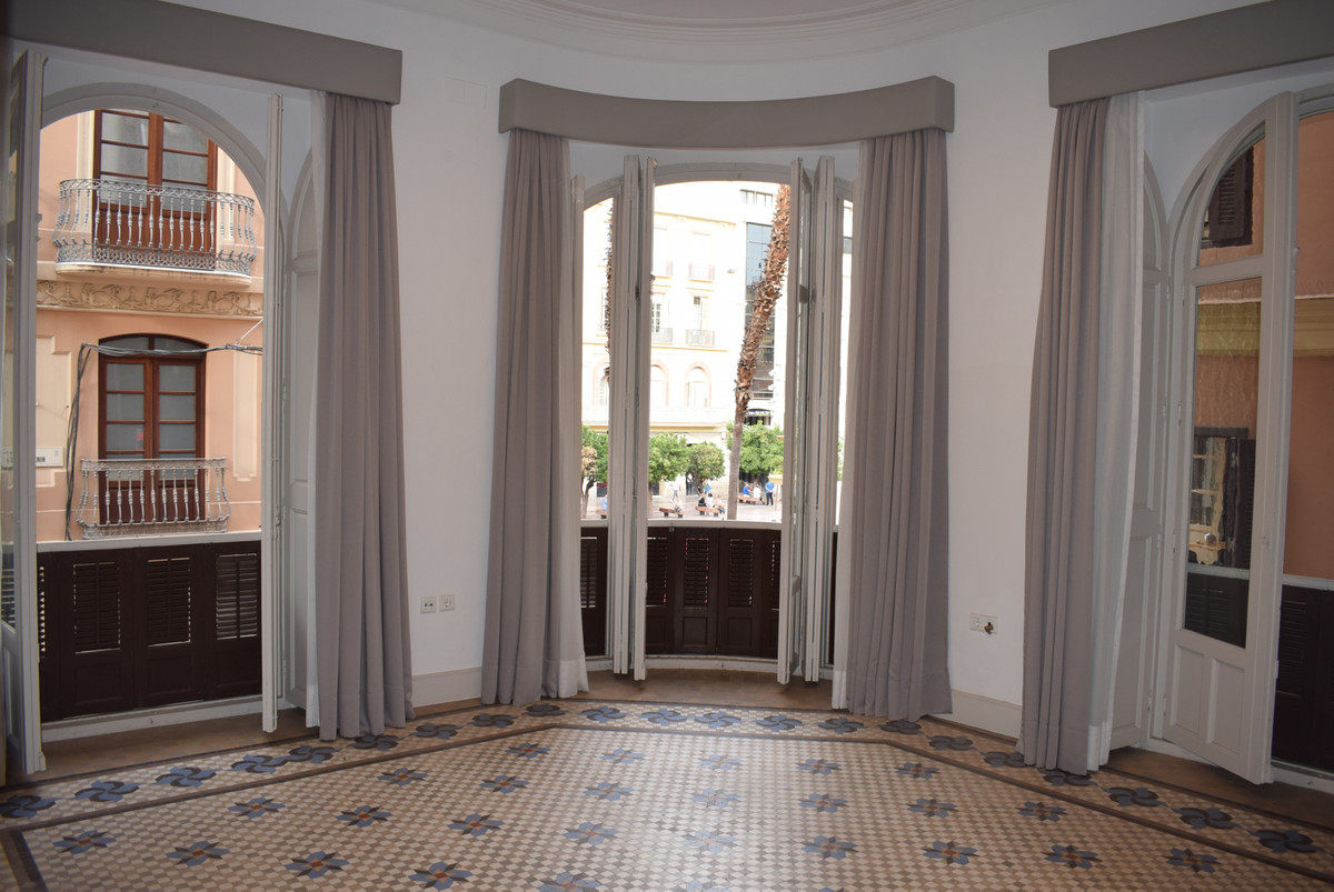 Middle Floor Apartment, Malaga historic Centre plaza de la constitucion, Costa del Sol. 4 Bedrooms, , Spain