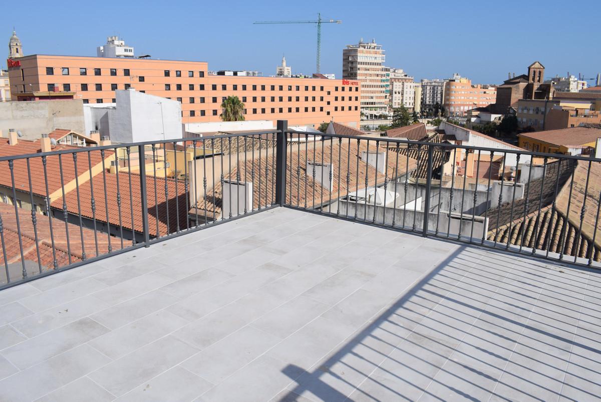 Apartment Complex, 1mn walking Malaga historic Centre, Costa del Sol. Built 120 m2;. 4 studios, 1 wiSpain