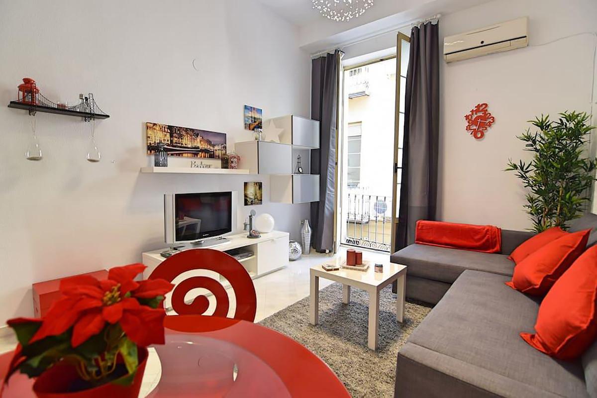 Middle Floor Apartment in Malaga Centro