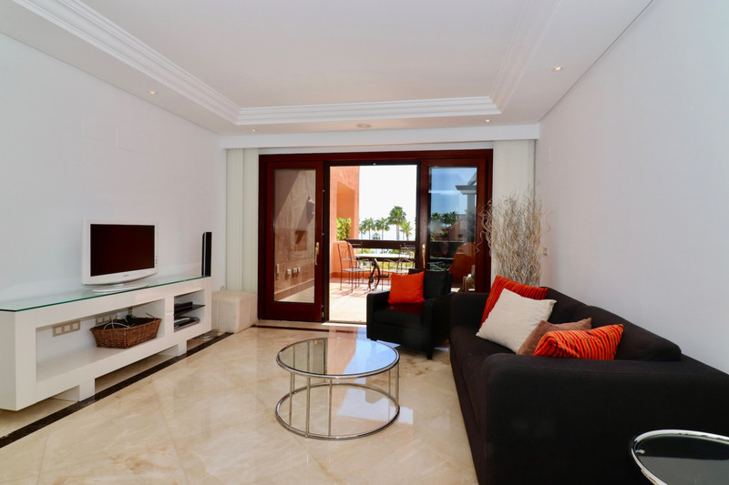 Apartamento Planta Media en venta, Estepona – R3600554