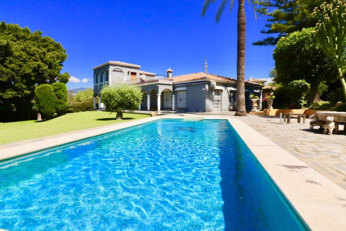 Stunning Villa on a fantastic plot of 4000m2 with its own fountain with drinkable water quality. Pri, Spain