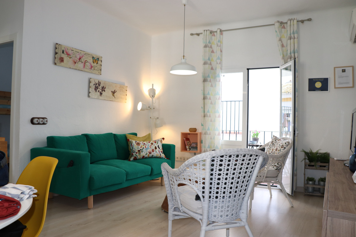 Great opportunity to invest in a highly attractive income object. Charming 3 bed / 1bath apartment i, Spain