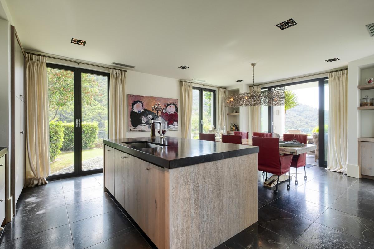 4 Bedroom Villa For Sale, Benahavís