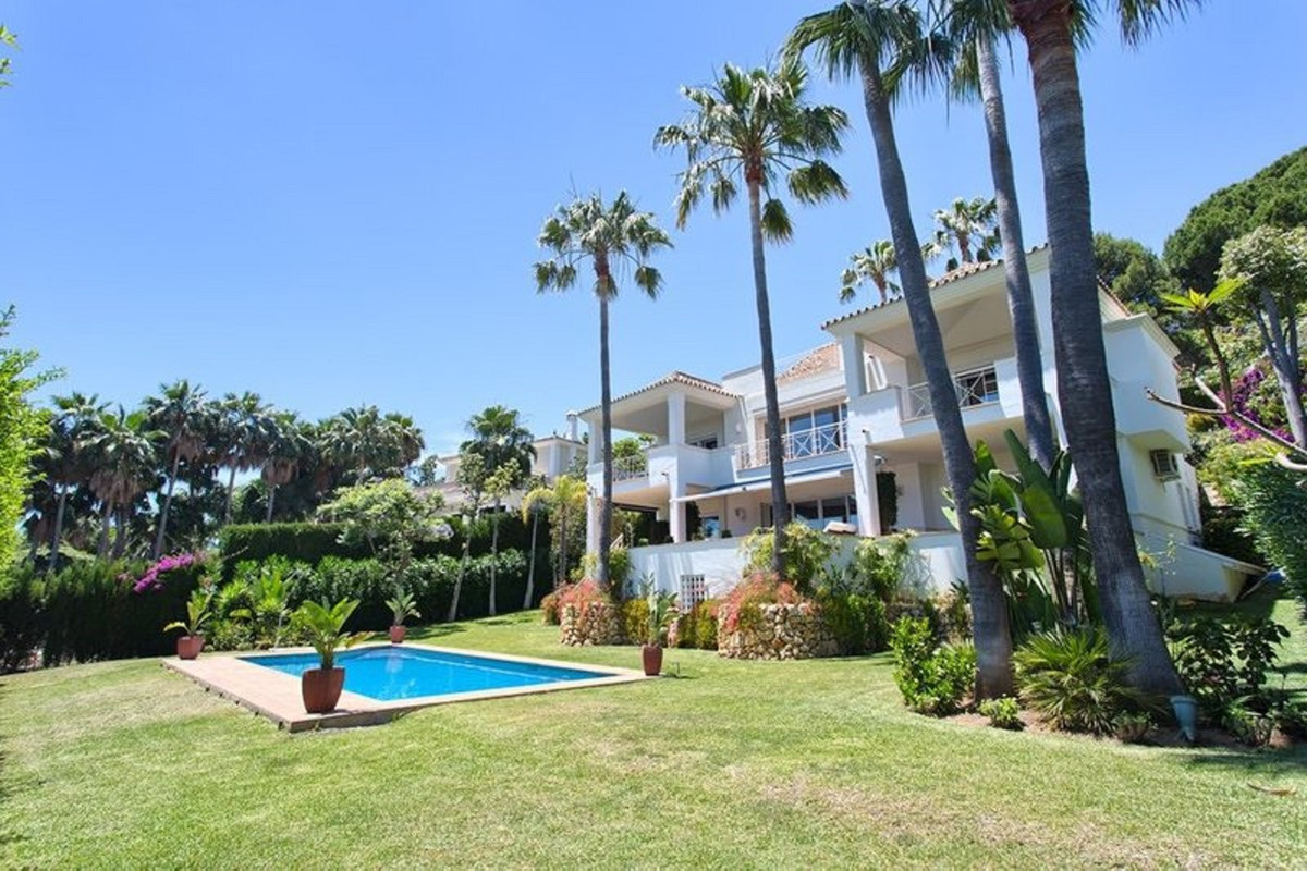 Villa Detached Marbella Málaga Costa del Sol R3510994
