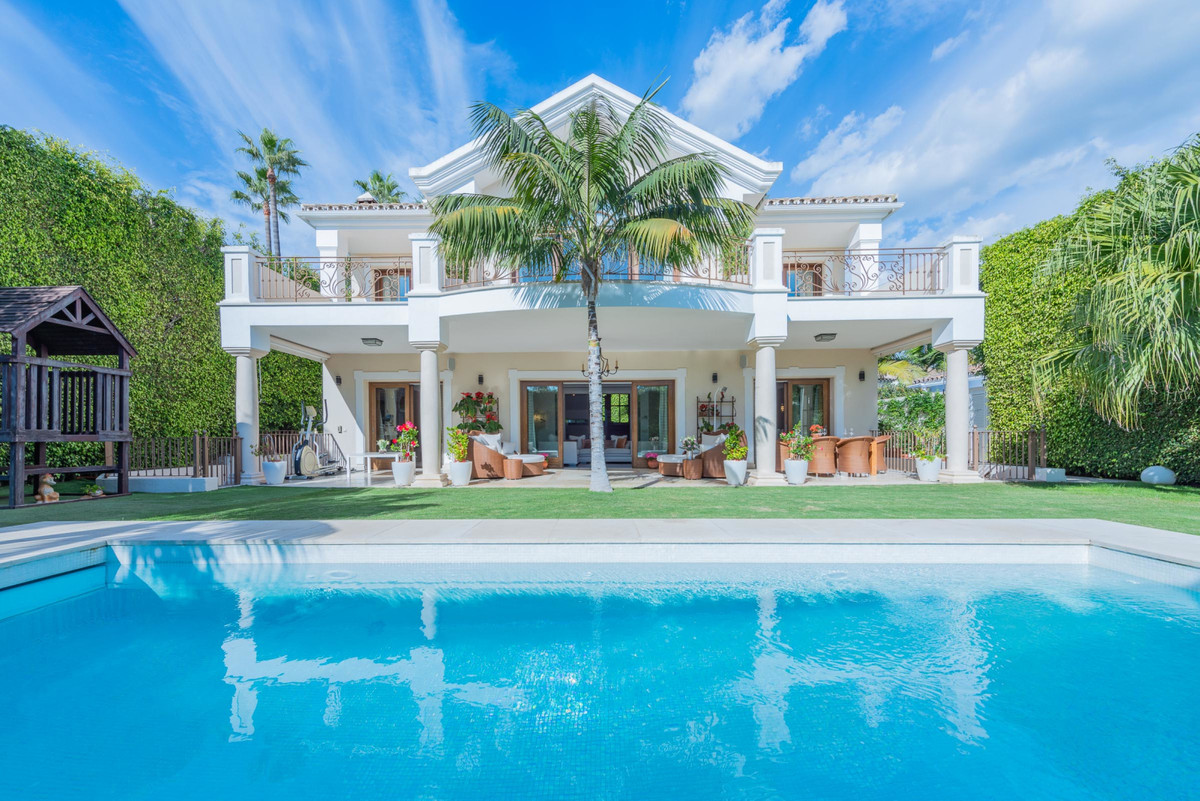 6 Bedroom Detached Villa For Sale The Golden Mile