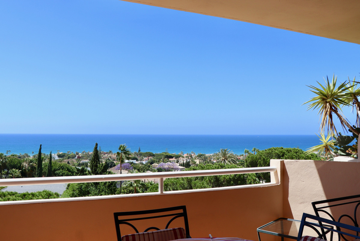 South facing middle floor apartment with breathtaking panoramic seaviews at Marbesa, Marbella.  It h,Spain