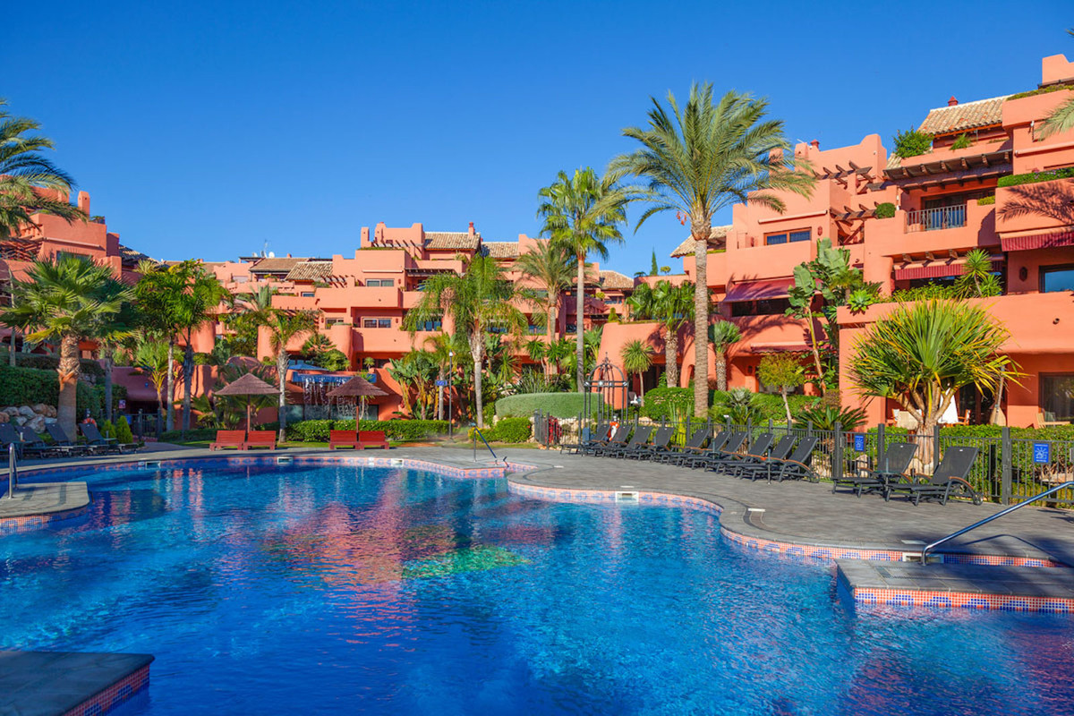 Beachfront luxury apartment with fantastic sea views, New Golden Mile, Estepona. Fantastic 2 bedroom, Spain