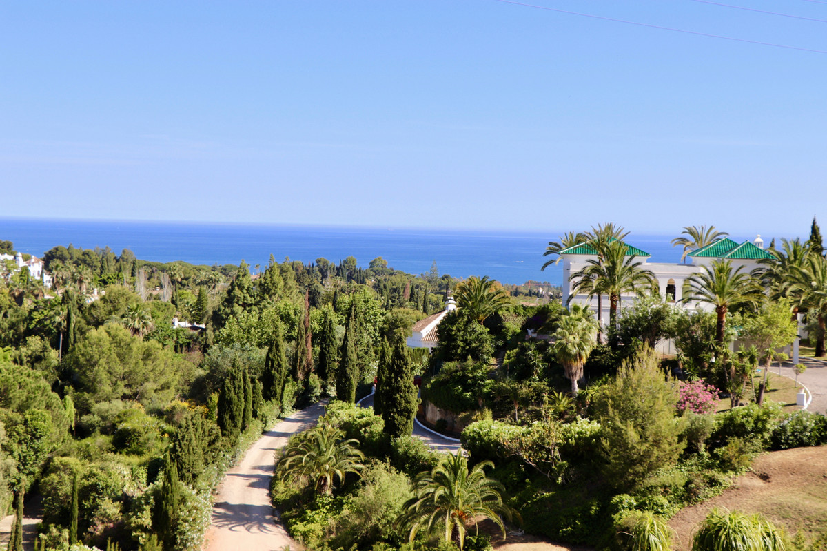 Lovely designed townhouse with stunning views to the sea, garden and pool, at the legendary Marbella, Spain