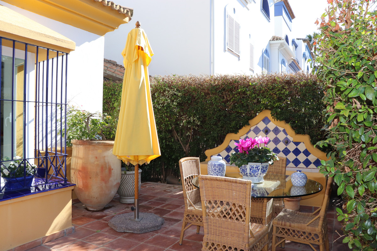 Top townhouse, high quality built and equipped in a small urbanization in San Pedro. Very quiet and ,Spain