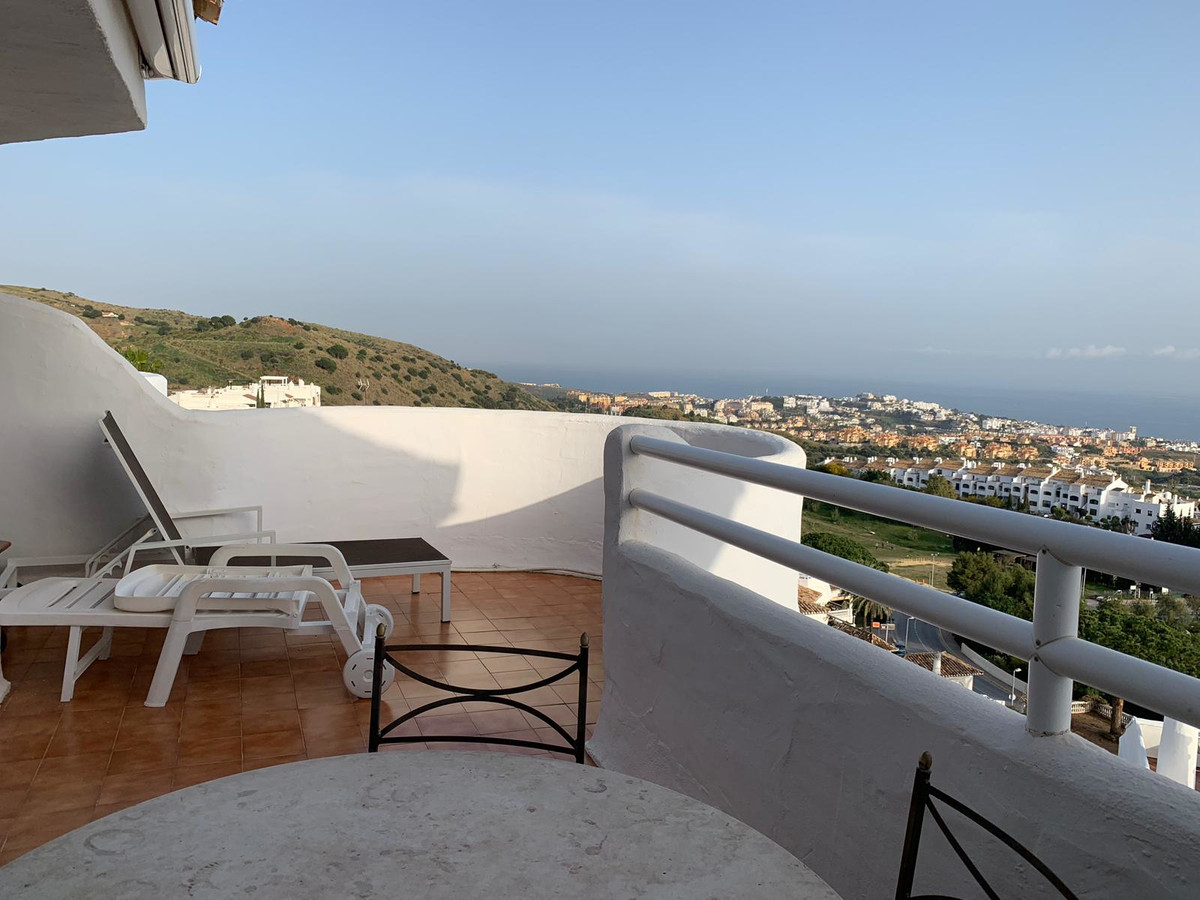 Magnificent Penthouse in the sought-after and well kept urbanization El Puente in Calahonda, Mijas C,Spain