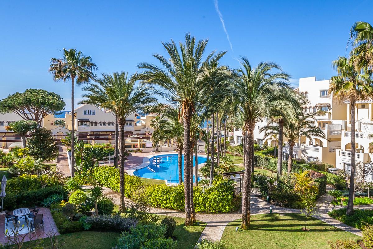 Marbella Banus Apartamento en Venta en Elviria – R3628157