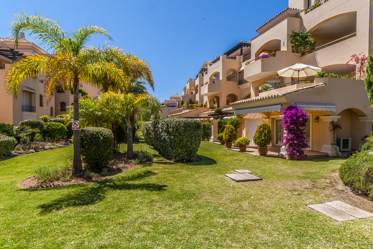 Apartment  Middle Floor 													for sale  																			 in Elviria