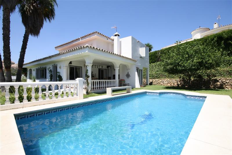 House in Elviria R220090 1