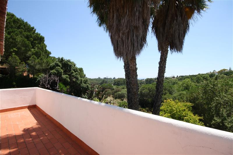 House in Elviria R220090 10