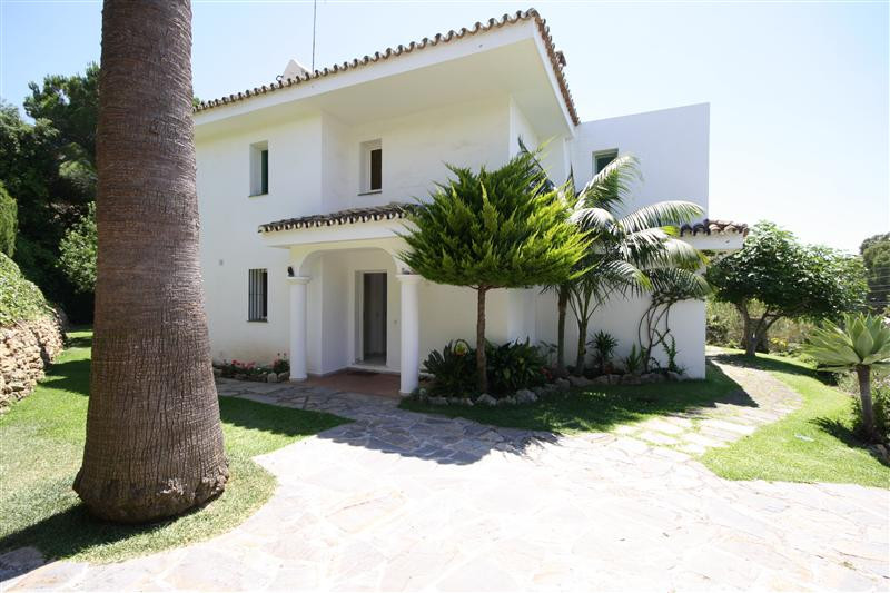 House in Elviria R220090 15