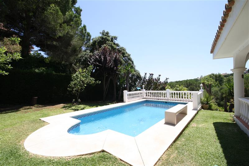 House in Elviria R220090 16
