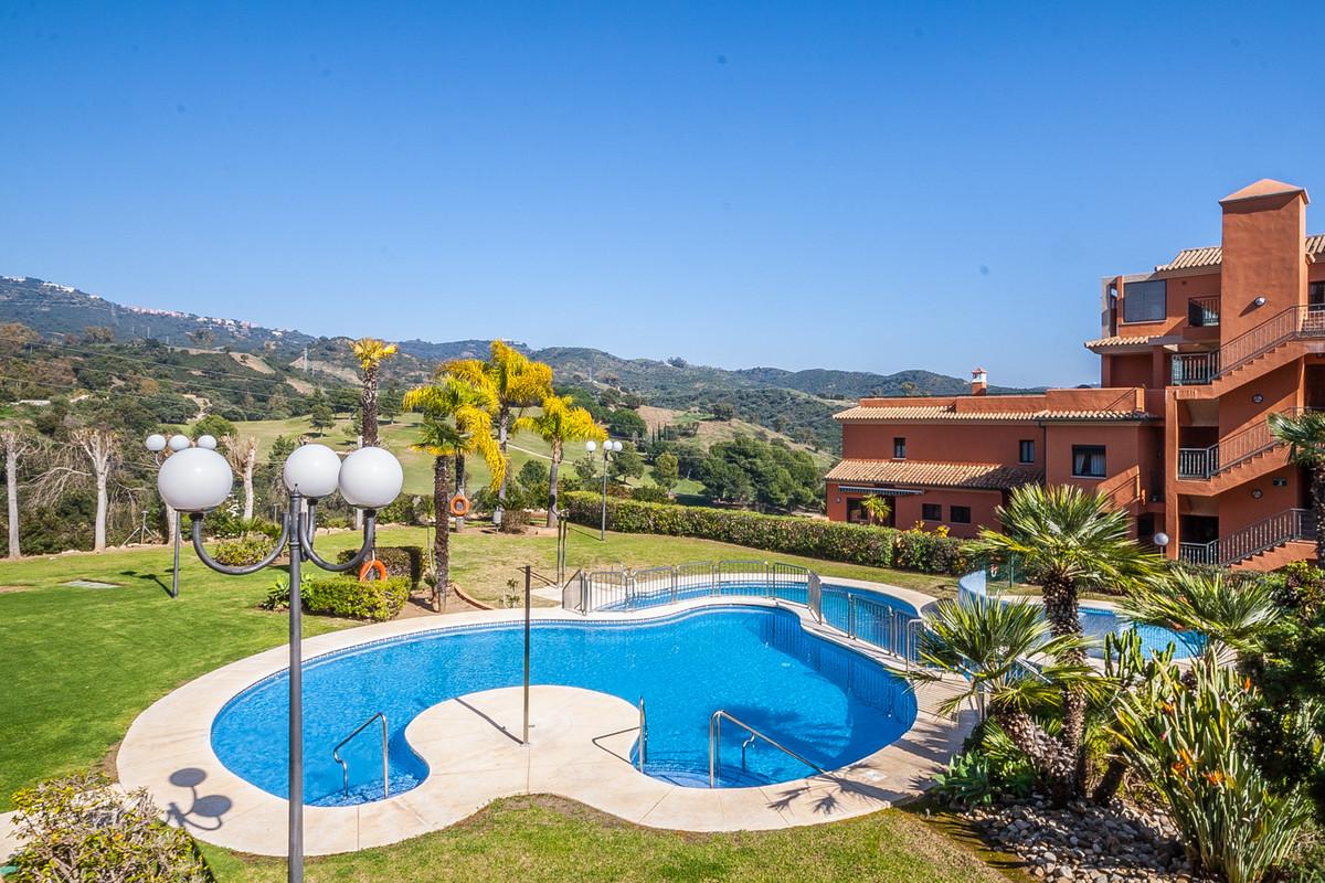 Marbella Banus Apartamento en Venta en Elviria – R2845379