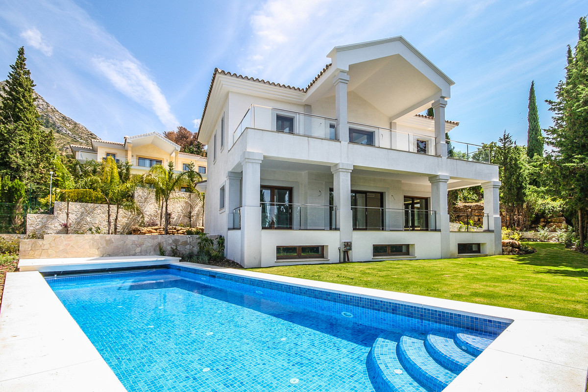 Detached Villa for sale in Sierra Blanca R2003388