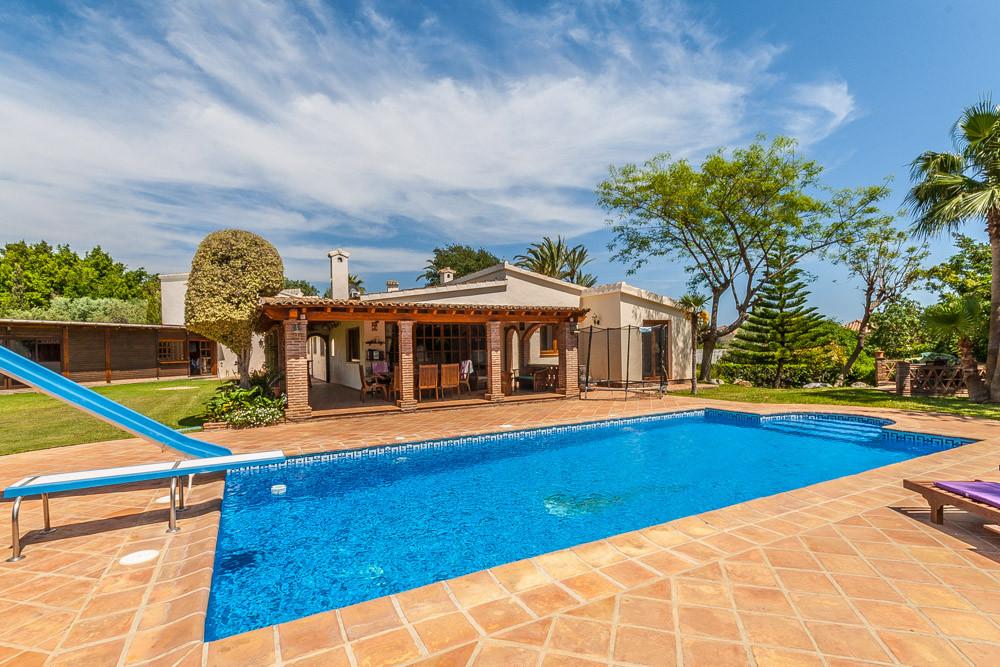 Marbella Banus Villa – Chalet en Venta en El Rosario – R3179797