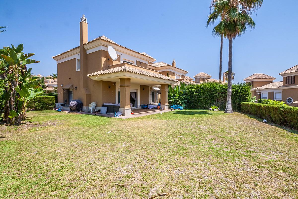 Marbella Banus Pareado en Venta en Santa Clara – R3470629