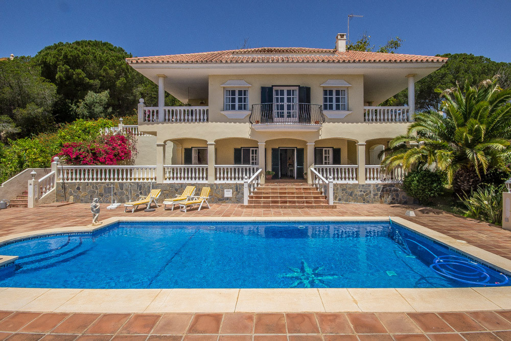 Beautiful villa in Elviria with sea views and big private pool. This family home built in 1997 offer, Spain