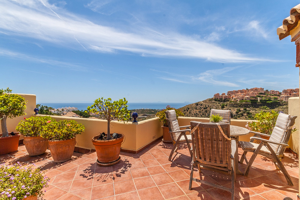 Beautiful penthouse with roof terrace and panoramic sea views. The apartment is situated in the uppe, Spain