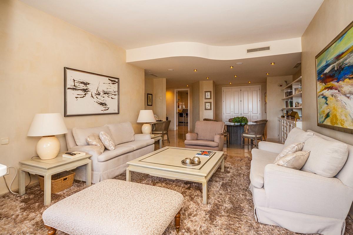 Apartamento en Venta en Elviria – R3549220